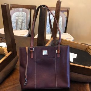 👩‍🦰 Dooney&Bourke leather bag ❤️